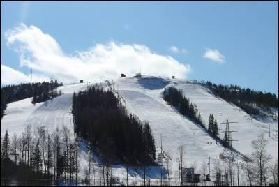 Slalombackarna i solsken