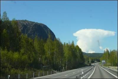 Åker förbi Skuleberget, 293 möh vid E4'an