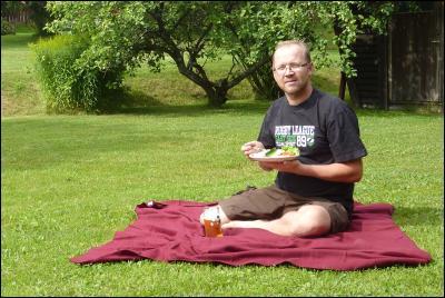 Lunch/frukost på gräsmattan