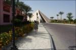 Nu är vi strax tillbaka och pyramiden framför är infarten till hotellet.