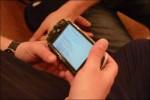 Svågern kollar in Modo på grabbens PSP via WiFi i hotellfoaljen