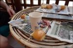 Morgonritualen.. ner på vårt lilla café/bar och hämtar kaffe.