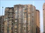 Mer bostäder.. ser ut som de bombats nästan.